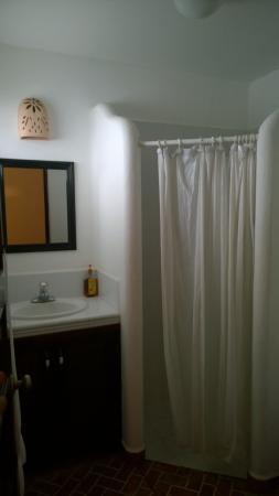 La Cruz Inn: baño de la habitación