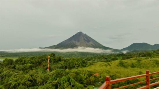 Linda Vista Hotel: Panoramic view of Arenal Volcano from our view point