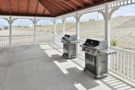Comfort Inn Shelby: Pavilion Barbeques