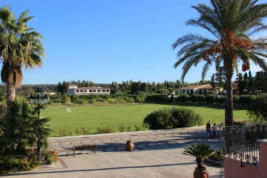Club Hotel Marina Beach: ...dall'ingresso