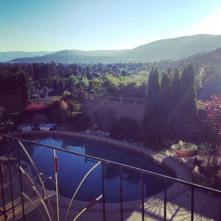 A Vista Villa Couples Retreat: Looking out over the Okanagan from our Regal Room.