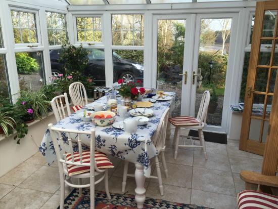 Glencairn Bed and Breakfast: Lovely Breakfast Setting