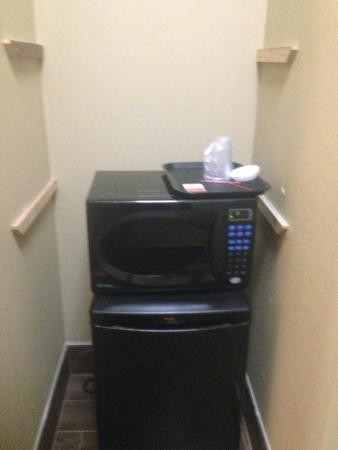 Comfort Suites Bluffton: Half done room