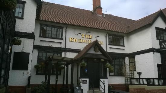 Bridge Inn: Nice place for a beer