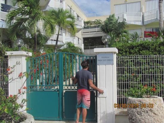 Residence Anse des Sables: l'entreé de Anse des sables sécuriser