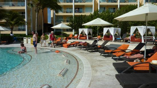 Piscine adulte picture of now jade riviera cancun for Piscine gonflable adulte