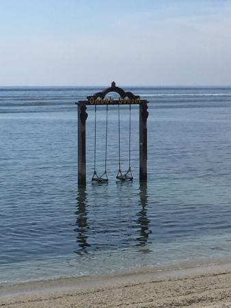 Hotel Ombak Sunset: Ocean Swings