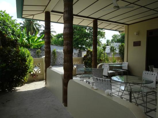 Rinbudhoo: Villa dining area