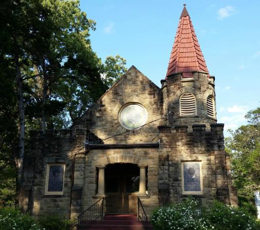 Scottsville Cemetery Chapel