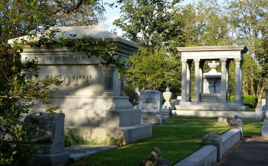 Scottsville, TX : The cemetery is named after the Scott family buried here.