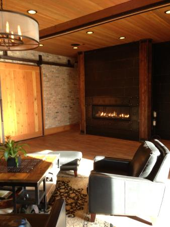 Ironworks Hotel : Lovely lobby with fireplace