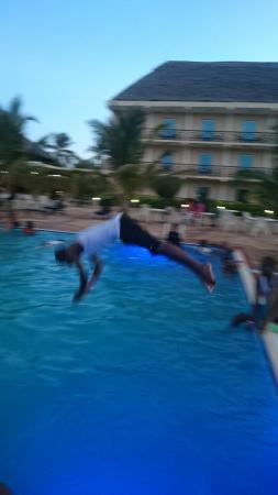Hotel South Beach Resort Dar Es Salaam: Heated pool