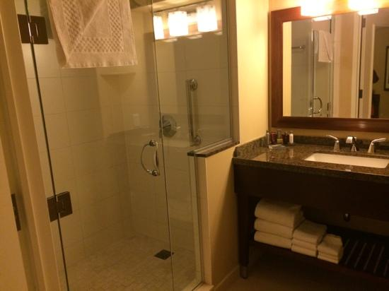 Marriott Marquis San Diego Marina: nice bathroom