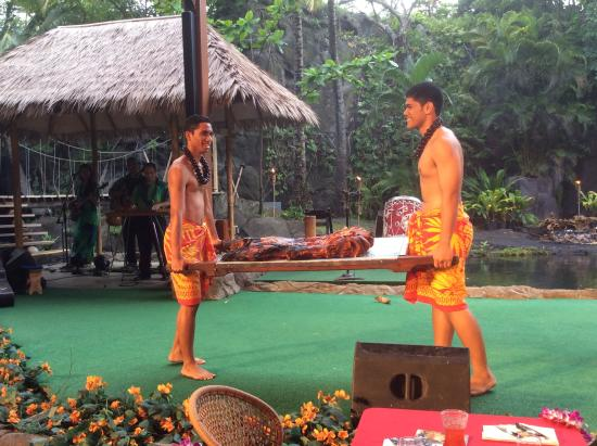Polynesian Cultural Center: The Luau