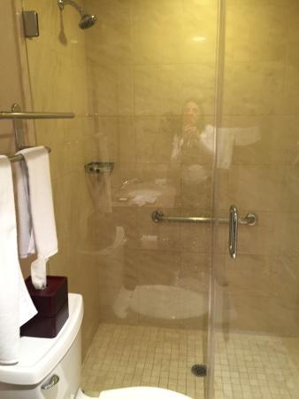 Empress Hotel: Banheiro