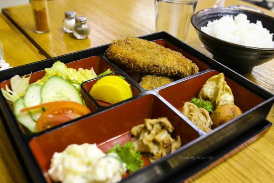 Yama Japanese Restaurant: Salmon Bento Box