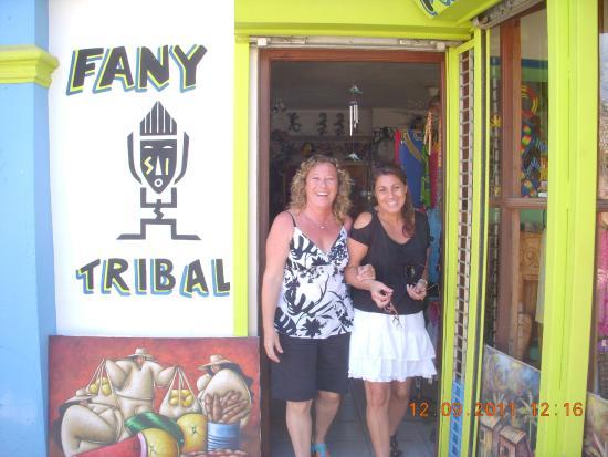 Las Galeras, Dominicaanse Republiek: Nous sommes venues de loin (Gabon) pour visiter Fany - Tribal.Tres jolie boutique pleines de tre