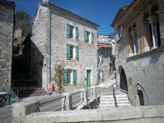Penne d'Agenais, Frankrike: Départ de la visite guidée offert par le gîte du pennois