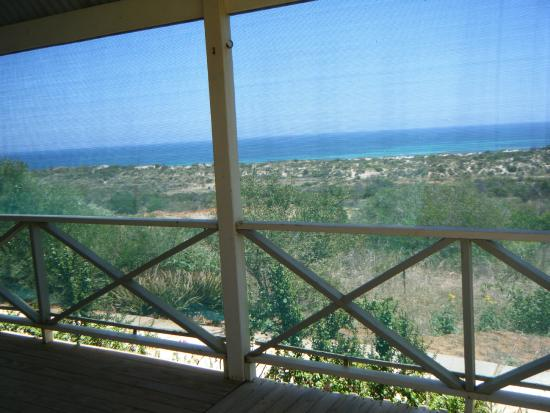 Drummond Cove Holiday Park: View over park - Terraced area suitable for self contained - generators/solar