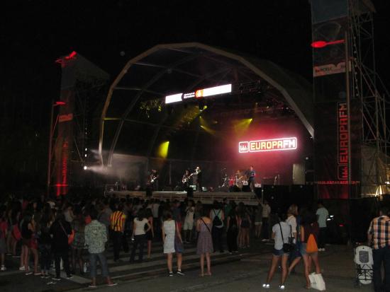 Pension Aris: Ao lado da Praça Catalunya, onde acontece o festival.