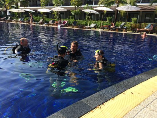 Scuba Quest Dive Center Kamala: Ausbildung im Pool