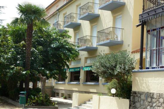 Appart'hotel Castel Emeraude : facade de l'hôtel