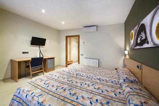 Hotel Jardí: Habitación superior cama matrimonio