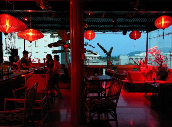 The Rooftop Lounge: Quiet early evening