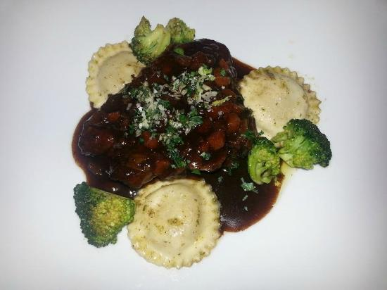 Rot am See, Deutschland: Maincourse:Ossobuco of Lamb with homemade raviolies & broccoli