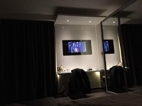 Tv in camera da letto - Picture of Baldinini Hotel, Torre Pedrera ...