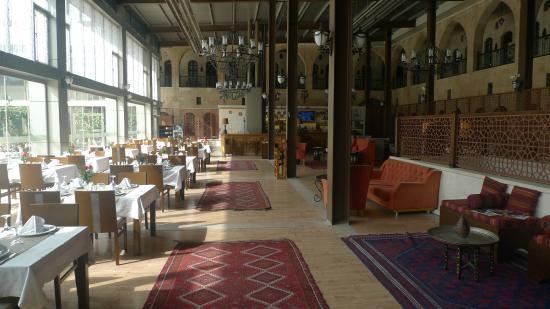 Sirehan Hotel : yemek alanı