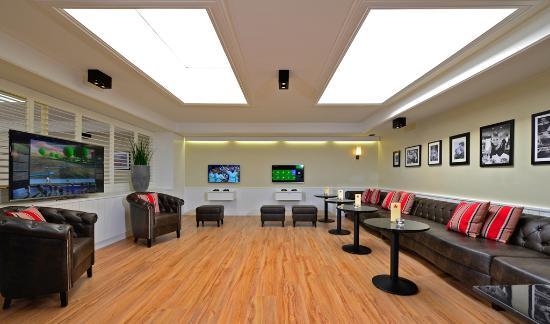 Best Western Premier Parkhotel Kronsberg: Games Lounge