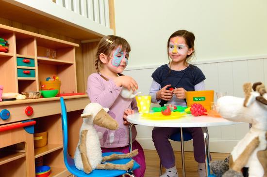Best Western Premier Parkhotel Kronsberg: Küche im Kinderspielbereich