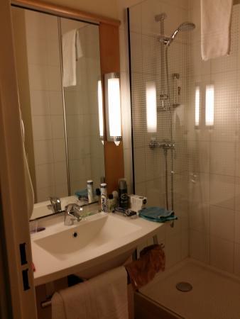 Ibis Compiègne : La salle de bain