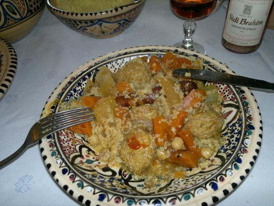 La Baraka: couscous merguez boulettes