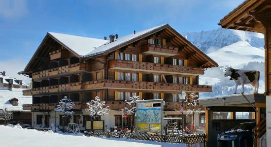 Adler Adelboden: Nordwest-Ansicht des Hotels
