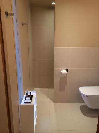 Salle de bain avec douche italienne photo de l 39 adresse for Appart hotel wavre