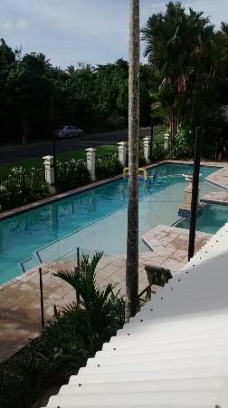 Mandalay & Shalimar Luxury Beachfront Apartments: Mandalay Pool Area