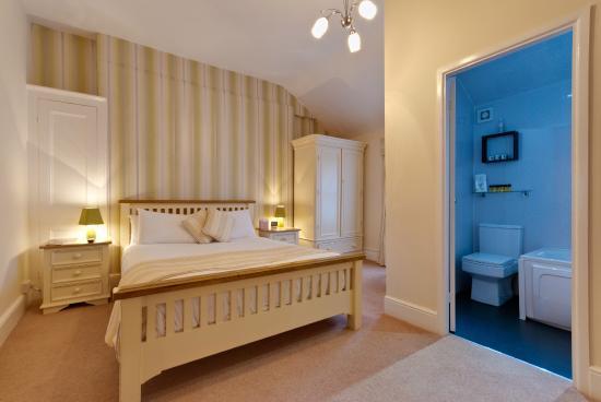 Lawton & Lauriston Court Hotel: Room 9 family suite