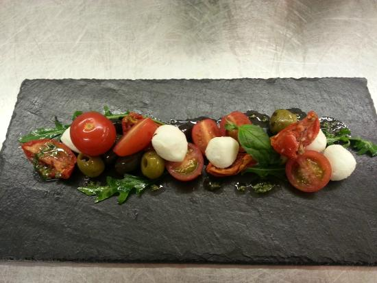 Bredbury Hall Hotel: Sun-blush and cherry tomatoes, marinated olive and boconcinni mozerella, basil and rocket
