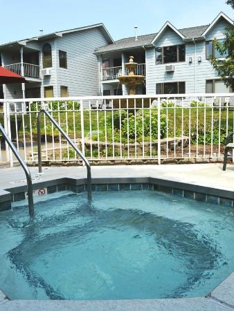 Ephraim Guest House: Seasonal Hot Tub