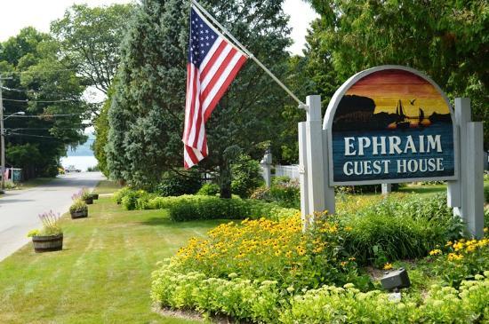 Ephraim Guest House: Easy walk to the Ephraim Harbor