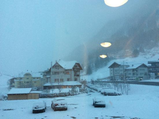Hotel Garni Belmonte: View from chalet