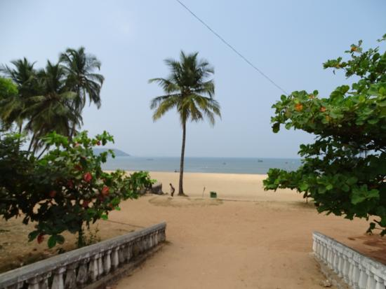 Vasco da Gama, India: Welcome to Baina Beach