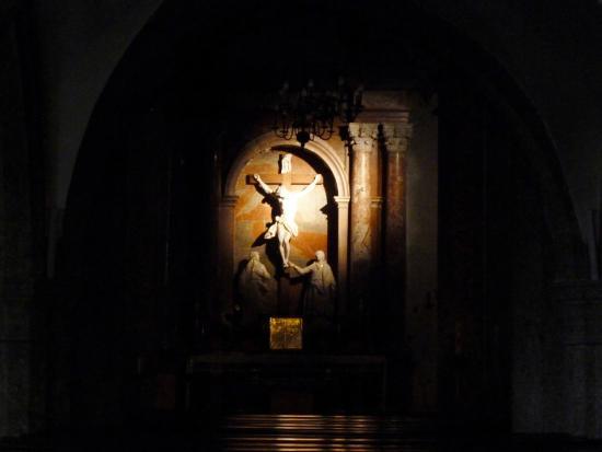 Sankt Blasiuskirche: IL CROCIFISSO in penombra!! L'Altare di St.Blasius