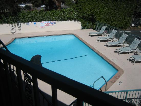 Quality Inn Santa Barbara: View of the pool taken from the 2nd floor balcony
