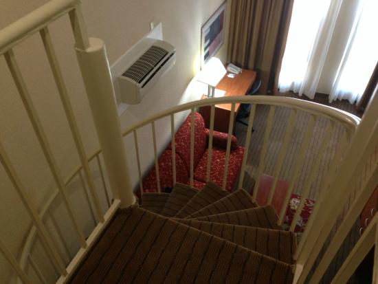 Century Park Hotel: Spiral Staircase In The Room