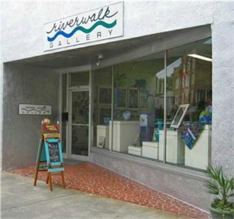 Washington, Carolina del Norte: Riverwalk Gallery greets you