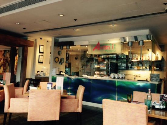 open kitchen - Picture of Avanti Pizzeria (Regal Riverside Hotel ...