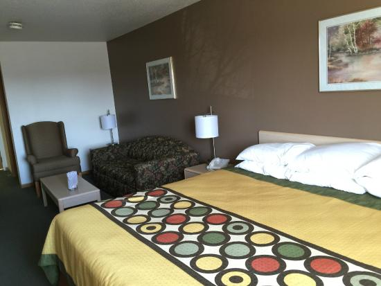 Super 8 Mauston : Clean, comfy King Room